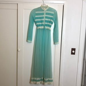 Gorgeous vintage nightgown & robe housecoat